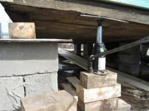 Подъём деревянного дома