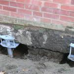 Как сделать ремонт фундамента винтовыми сваями
