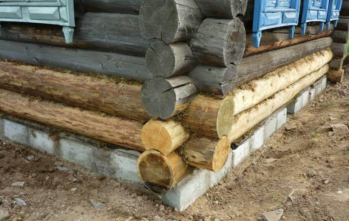 Львиная доля домов визуально находится в ужасном состоянии, а на поверку и бревна еще крепкие, и древесина под наслоениями красивая, и на реконструкцию уйдет меньше времени и средств, чем на новую стройку.