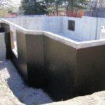 Зачем нужна гидроизоляция цоколя: материалы и варианты монтажа